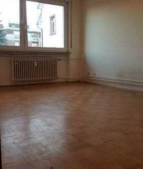 Schöne drei Zimmer Wohnung in Frankfurt am Main, Heddernheim