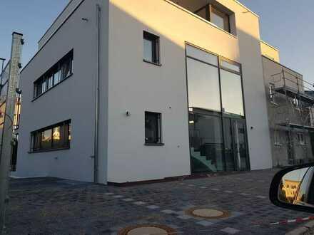 Erstbezug mit Terrasse: gehobene 4-Zi-Erdgeschoss Wohnung - Bad Krozingen