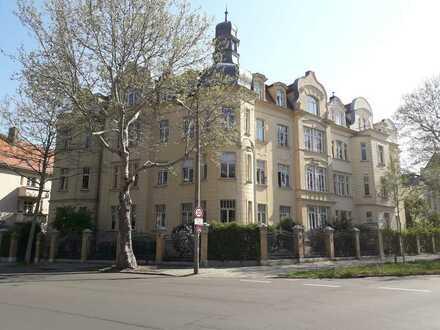 Wohntraum mit Altbaucharme mit Parkett , Balkon und Wintergarten