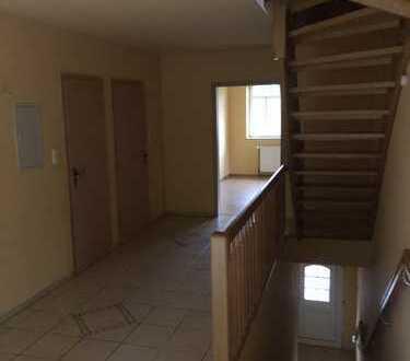 Endlich Platz: moderne 7- Zimmer Maisonett-Whg in ländlicher Idylle, wahlweise auch mit Pferd