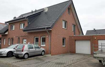 Schöne Doppelhaushälfte mit Kaminofen und großer Garage