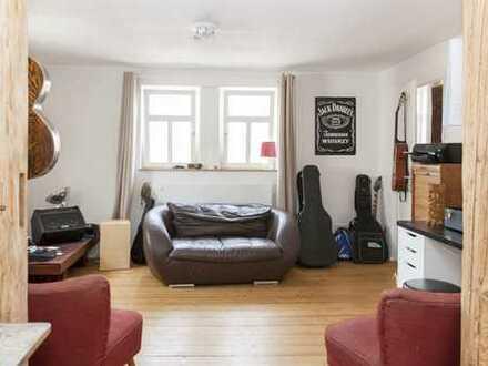 F-Seckbach: 3-Zimmer saniert mit großer Wohnküche und Innenhof mit Garten