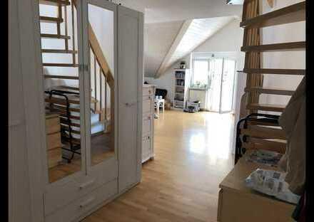 Lichtdurchflutete 3-Zimmer-Maisonette-Wohnung mit Balkon und Einbauküche