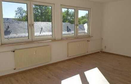 !Achtung! Neu renovierte Dachgeschosswohnung im Grünen