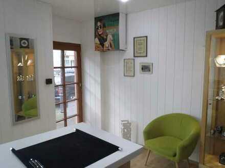 Kleine Gewerbefläche als Büro oder Laden im Zentrum von Durlach zu vermieten; keine Gastronomie!