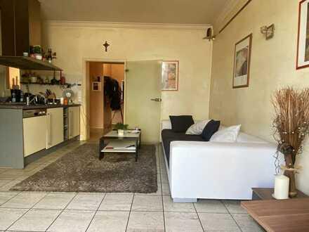 Gemütliche 2 Zimmer - Erdgeschoss - Wohnung mit Terrasse - behindertengerechten Stellplatz - im Ort