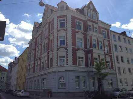 Sehr schöne 3-Zi.-Whg. mit Kamin in offenem Wohnbereich und 10 m² großem Balkon!