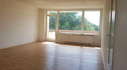 Helle, großzügige 4-Zimmerwohnung mit zwei Loggien
