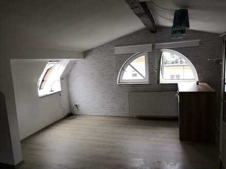 modernisierte 1-Zimmer-DG-Wohnung mit Küchenzeile in Heidelberg
