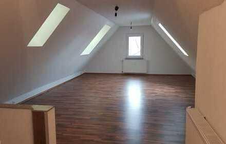 Schöne 2,5-Zimmer-DG-Wohnung mit Balkon in Deizisau