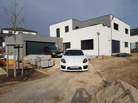 Exclusives KfW-40 Einfamilienhaus mit Doppelgarage & Dachterrasse in Zentraler Lage