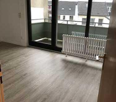 Frisch renovierte 2-Zimmerwohnung mit Balkon und Küche