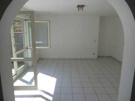 Gepflegte 1,5-Zimmer-Terrassen Nichtraucherwohnung mit Einbauküche in ruhiger Lage in Remchingen