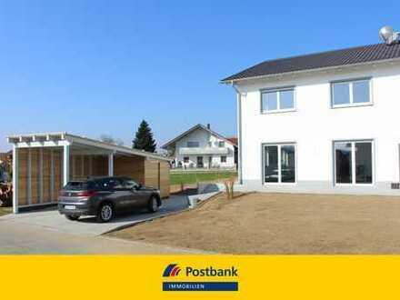 Neubau! Hochwertig ausgestattete Doppelhaushälfte mit Garten und Carport in Iggensbach zu vermieten