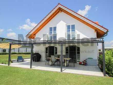 Stilvoll, modern, gehoben: Frei stehendes 6-Zi.-EFH mit tollem Garten und Süd-Terrasse bei München