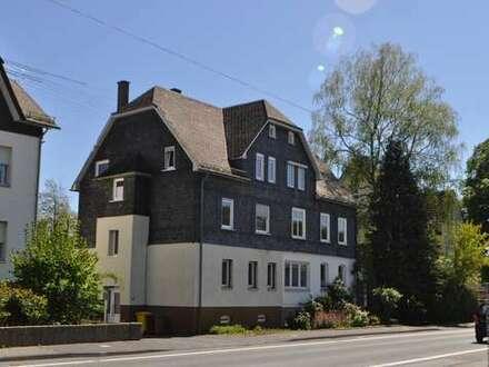 Kreuztal, großzügiges, modernisiertes Mehrgenerationenhaus mit Sonnengarten -