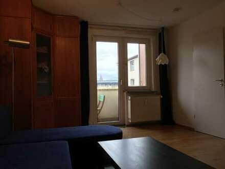 Gepflegte möblierte 2,5-Zimmer-Wohnung mit Balkon und Einbauküche in Mainz in ruhiger Innenstadtlage