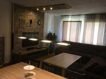 Schöne vier Zimmer Wohnung für Berufstätige, Balkon und Gartenmöglichkeitnestadt