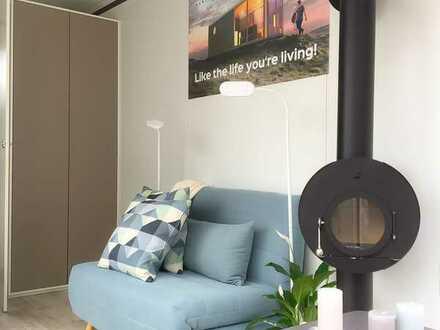 Modernes und komfortables Hause im Konzept des Tiny-House, das auch im Winter gemütlich ist.