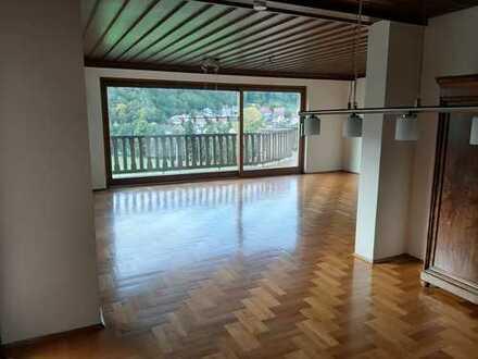Attraktive 5-Zimmer-Erdgeschosswohnung mit Balkon und Einbauküche in Klingenmünster
