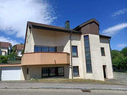 Ansprechendes Einfamilienhaus mit acht Zimmern und zwei EBK und zwei Bädern in Unterensingen