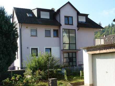 Igersheim: 4 Zimmerwohnung EG mit EBK und PKW-Stellplatz in zentraler Lage