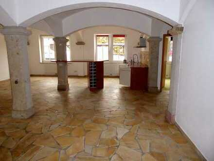 Ansprechende, vollständig renovierte 3-Zimmer-Erdgeschosswohnung zur Miete in Schönbrunn
