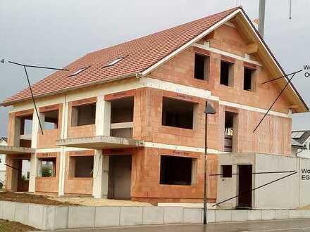 Erstbezug 5- und 4- Zimmerwohnungen in Energieeffizienzhaus mit Balkon/Garten in Grossbettlingen