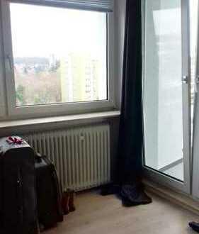 Sehr schönes, vollmöbliertes Zimmer mit Balkon - Spacious room with balcony