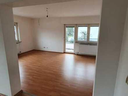 Große 5 Zimmer Wohnung mit großer Terrasse in ruhiger Sackgasse