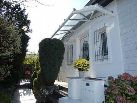 Elegantes Einfamilienhaus mit Traumgarten in begehrter Lage