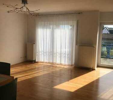 Möblierte 3-Zimmer-Wohnung mit Balkon und EBK in Bad Homburg