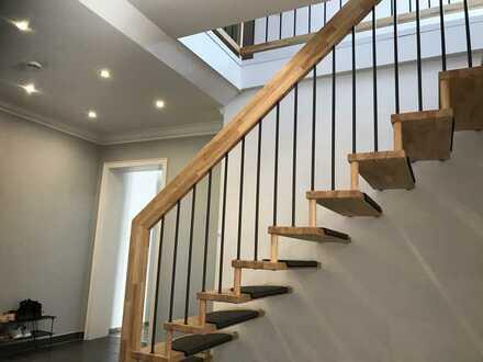 Traumhafte 4 Zimmer Maisonette - Wohnung mit Dachterrasse und Garage
