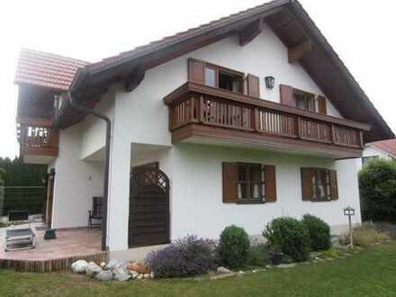 Exklusiv und gepflegt! Ihr Traumhaus steht in Wallersdorf!