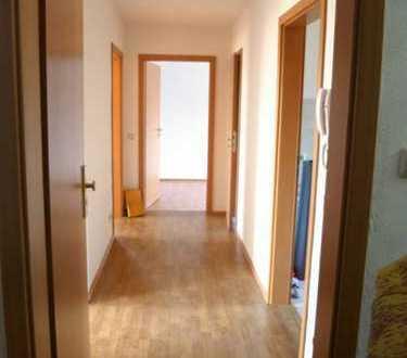 Neuwertige, helle 3-Zimmer-EG-Wohnung mit Einbauküche in Lommatzsch