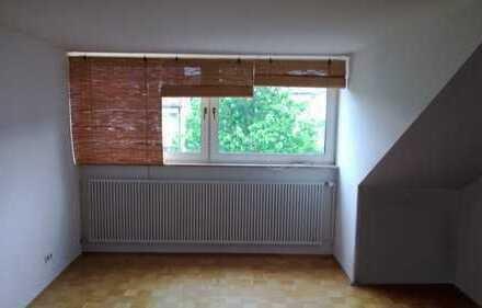 Möbliertes 13 qm WG-Zimmer in München-Laim im Dachgeschoss 02-005-03