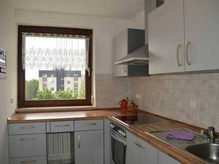 Ruhige und helle 2-Zimmerwohnung mit Balkon, TG, zentrumsnah mit guten Einkaufsmöglichkeiten