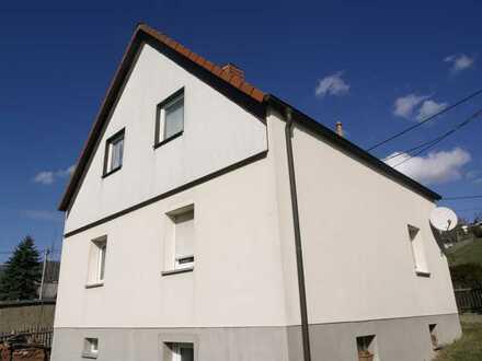 Haus mit kleinem Grundstück, etwas Wiese und weiterer Zukauf von GS möglich
