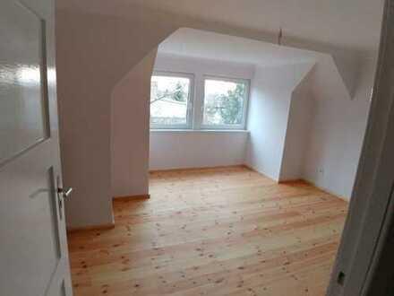 Attraktive, modernisierte 2 Zimmer-DG-Wohnung zur Miete in Britz (Neukölln), Berlin