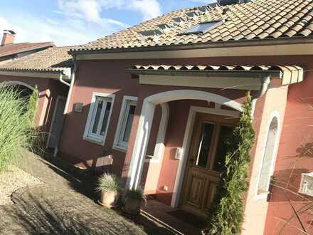 Gepflegte 2,5-Zimmer-Wohnung mit Terrasse und Einbauküche in Top- Lage von Heimbuchenthal