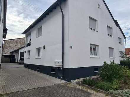 Leerstehendes 3-Familienhaus mit Stellplätzen in Wörth-Büchelberg