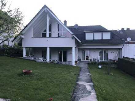 Wunderschöne lichte, renovierte, seniorengerechte 3 Zimmer-Wohnung mit Terrasse und Garten