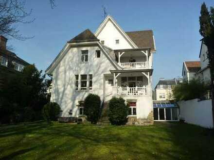 Studentenwohnung in großer Villa in Köln-Marienburg