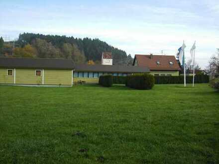 Bürogebäude, Lagerhalle und Wohnhaus mit Werkstatt