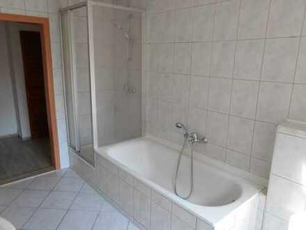 Preiswerte, vollständig renovierte 4-Zimmer-Wohnung mit Balkon in Lichtenstein / OT Rödlitz