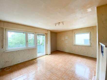 Renovierungsbedürftige Wohnung zu vermieten, Balkon