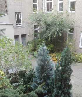 Gepflegte 2-Zimmer-Wohnung mit Balkon im Brüsseler Kiez, Berlin