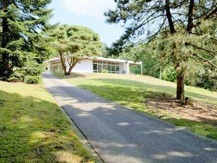 Hoch-Elten: Bauhaus-Villa in einmaliger Alleinlage