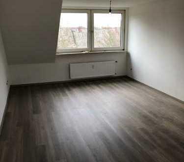 +++ Komplett renovierte DG Wohnung im KREUZVIERTEL +++