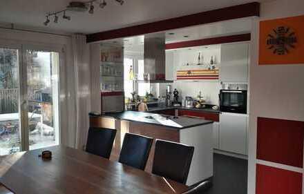 Exklusive, gepflegte 5-Zimmer-Gartenwohnung mit Terrasse und Einbauküche in Augsburg